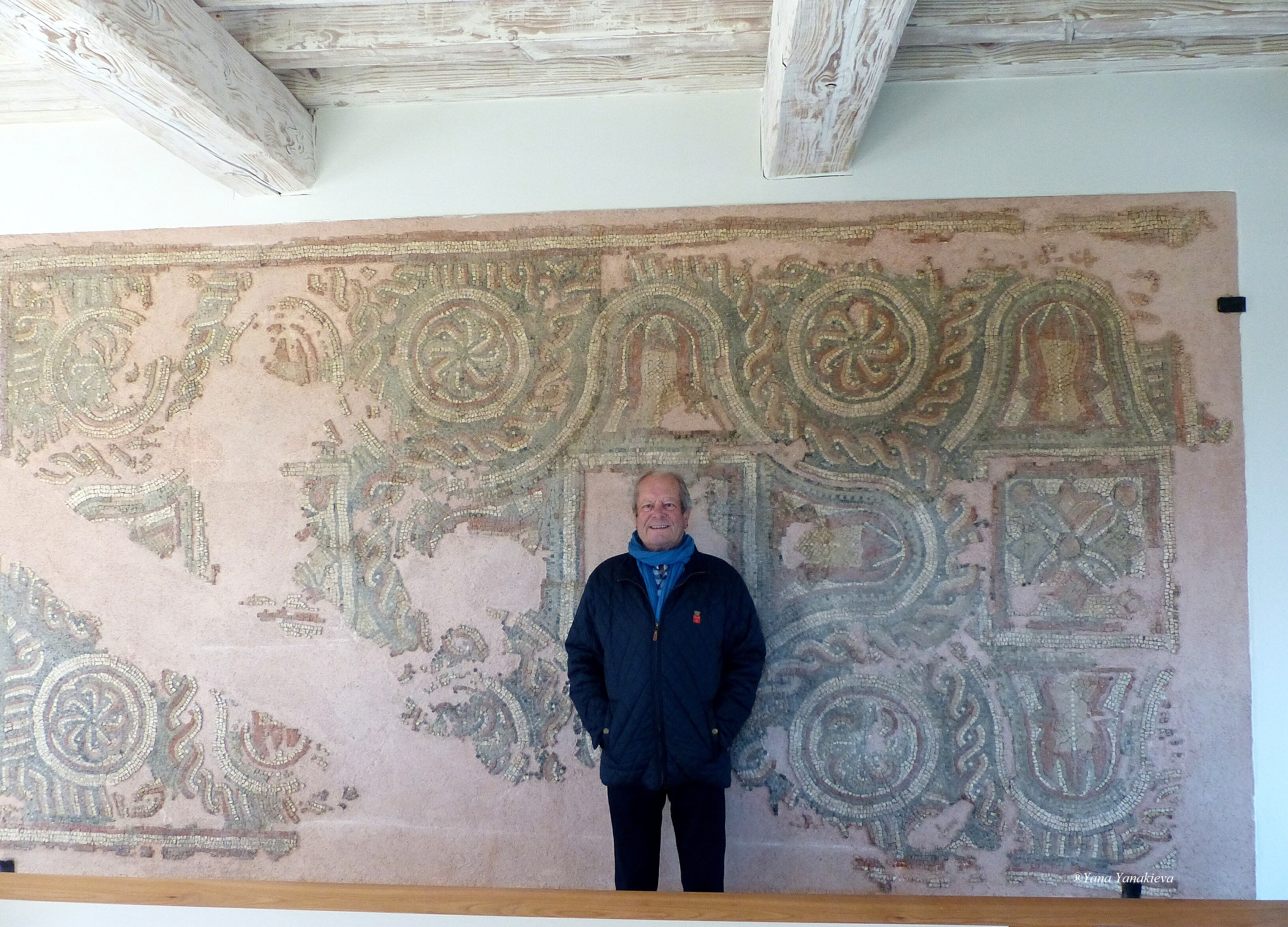M.Léo DE MALET in front of the mosaic placed in the Tasting hall, Château La Gaffelière, 27/11/18